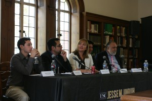 Room for debate · Panelists at Wednesday's Talk Back lunch discussed the findings of a new poll that examined Latinas' use of new media. - Nick Muellerleile | Daily Trojan