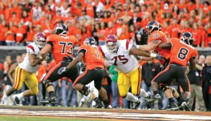 Second crack · Last season, Fili Moala (75) and the USC defense allowed Oregon State running back Jacquizz Rodgers to break out for 186 yards. The 2009 Trojans will be keying directly on the 5-foot-7 runner who caught them off guard in 2008. - Leah Thompson | Daily Trojan