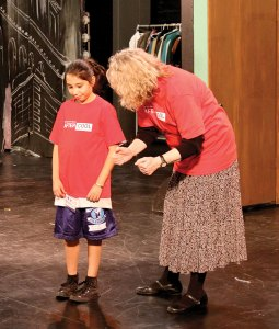 Hitting the mark · A teacher works with a student at the 24th Street Theatre, a program sponsored by the Good Neighbors Campaign, which is on track to meet its 2009 fundrasing goal. - Katelynn Whitaker | Daily Trojan