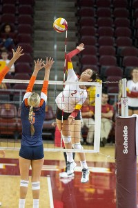 Upper hand · Sophomore outside hitter Samantha Bricio led the Women of Troy with 10 kills in USC's 3-0 win against Oregon State. - Ralf Cheung | Daily Trojan