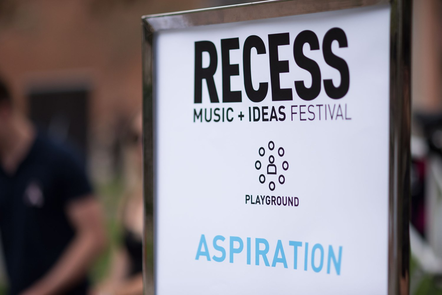 Schools out! · The RECESS Music and Ideas Festival took place on Wednesday with several organizations tabling on Trousdale Parkway. - Anastasia Velicescu | Daily Trojan