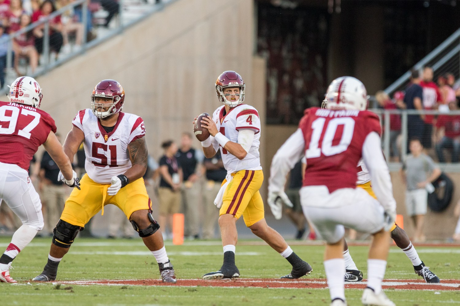 Nick Entin | Daily Trojan Redshirt junior quarterback Max Browne surveys the field. Browne completed 18 of 28 passes for 191 yards on the night.