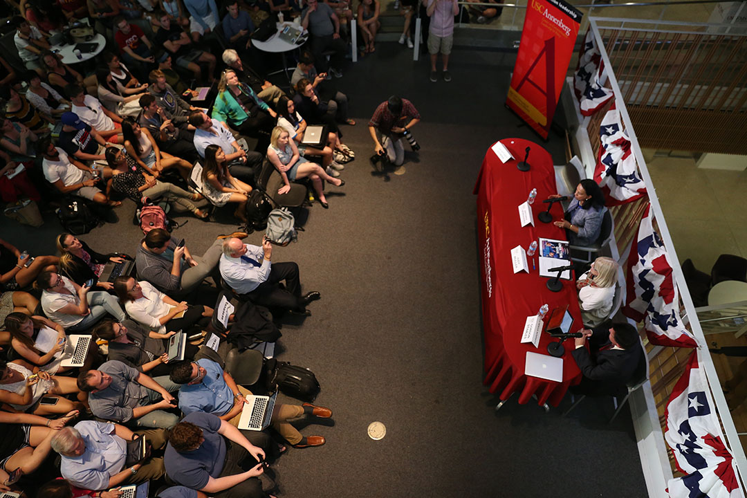 Katie Chin   Daily Trojan The great debate · Viewers gathered at Wallis Annenberg Hall for the first presidential debate Monday evening. Candidates Hillary Clinton and Donald Trump discussed their positions on topics like the economy, immigration and gun control.