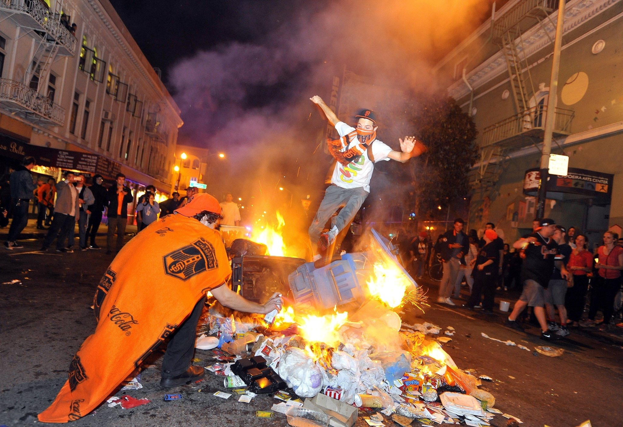Portrayals Of Sports Riots Current Protests Sharply Differ Daily Trojan
