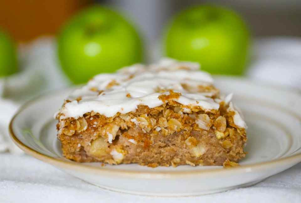 Old-Fashioned Apple Cinnamon Coffee Cake