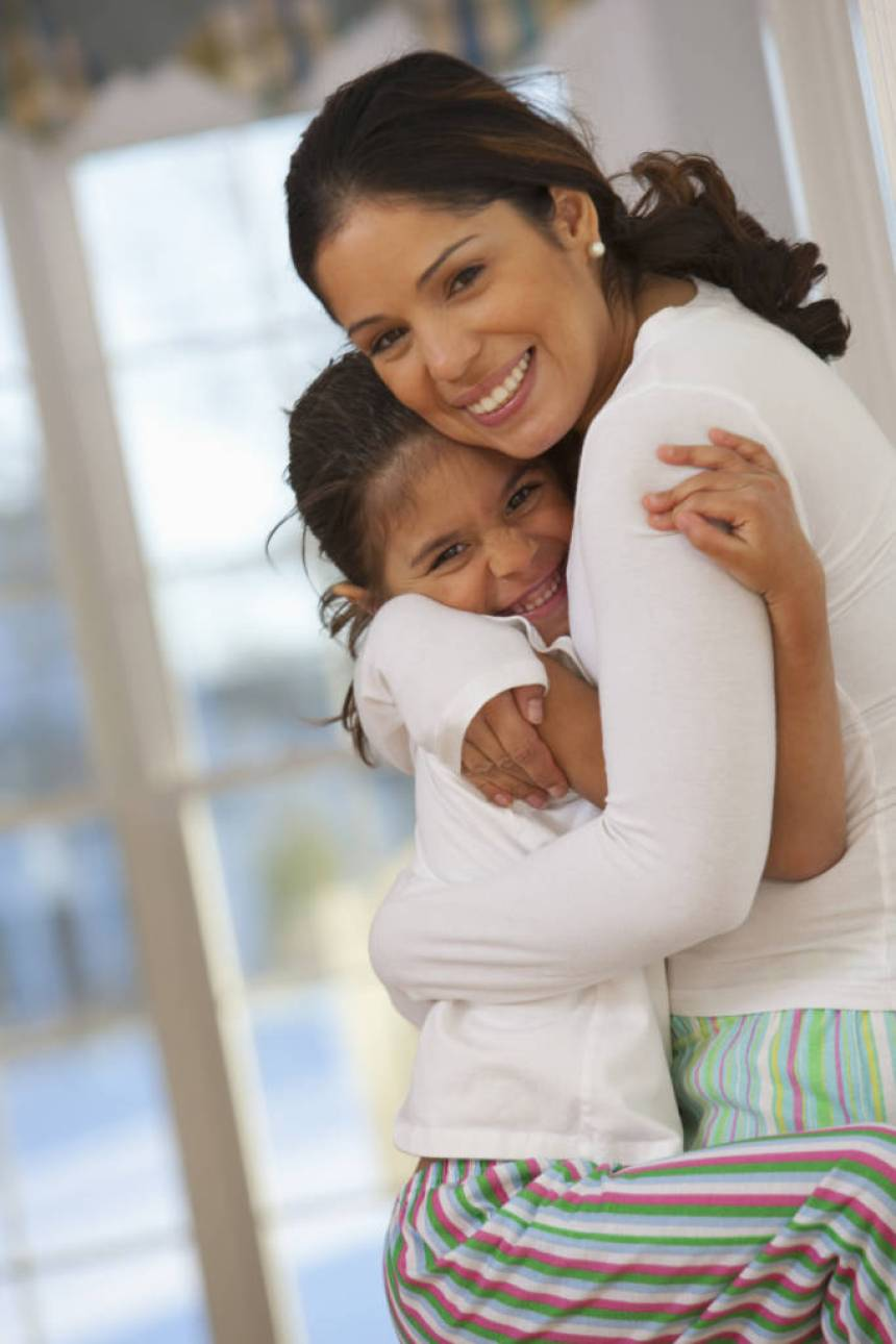 hispanic woman with daughter
