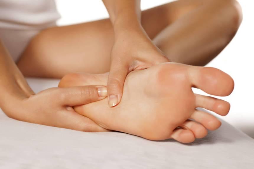 massaging feet
