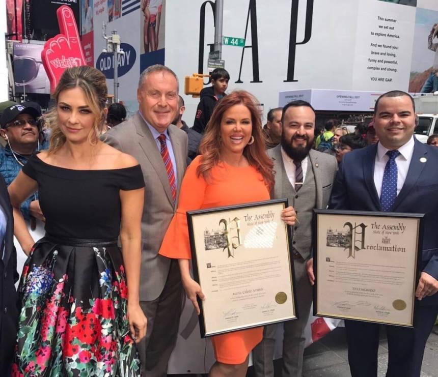 """Aracely Arámbula, Andrés Cántor, María Celeste, Francisco Moya and Marcos Crespo. ©""""Al Rojo Vivo con María Celeste""""/Telemundo."""