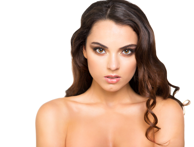 woman with beautiful lashes and eyebrows, latina woman