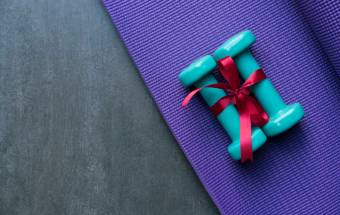 A Guide To Gift Shopping That's Good For Your Health