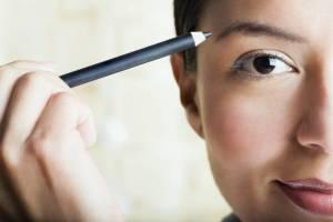 woman applying makeup, makeup tutorial