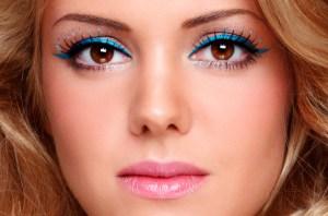 blue eyeliner, spring break trends