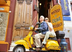 couple in a scooter in argentina