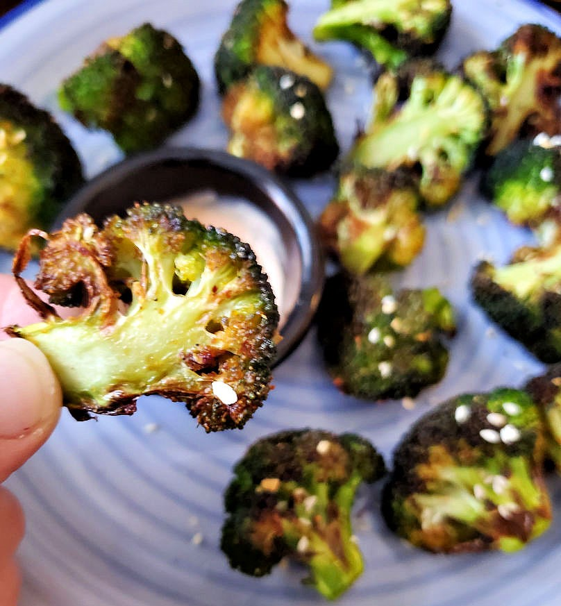 Air fryer roasted broccoli, easy and crispy