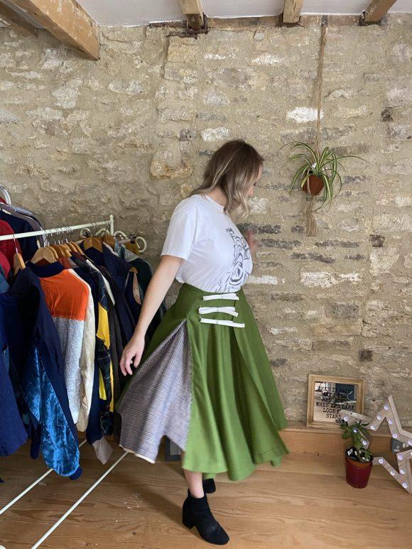 Arrow Details of skirt