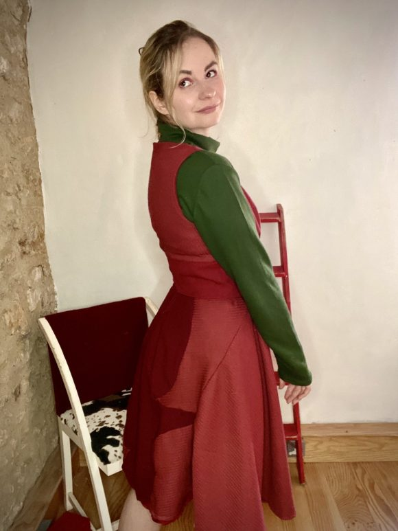 Burgundy 50s style dress in circle skirt in wool and jacquard wool and half corset. With green turtleneck