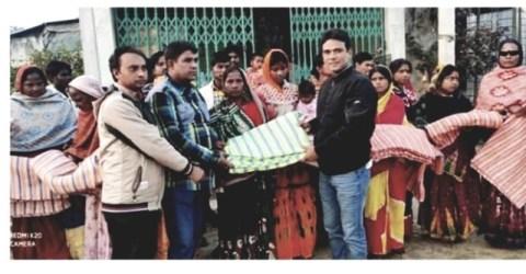 গৌরীপুর হরিজন পল্লীতে জেলা পরিষদ সদস্য খারুল  বাশারের কম্বল বিতরণ