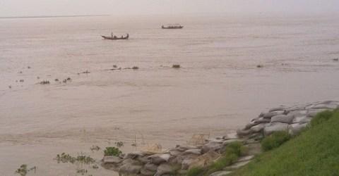 রাজশাহীতে পদ্মার পানি বৃদ্ধিতে ঝুঁকিতে শহর রক্ষা বাঁধ