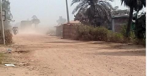 রানীনগর-আবাদপুকুর -কালীগঞ্জ সড়ক: ধুলাবালুতে নিত্য দুর্ভোগ