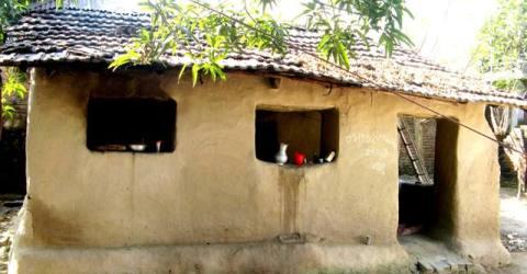 আত্রাইয়ে বিলুপ্তির পথে গ্রামীণ ঐতিহ্য মাটির ঘর