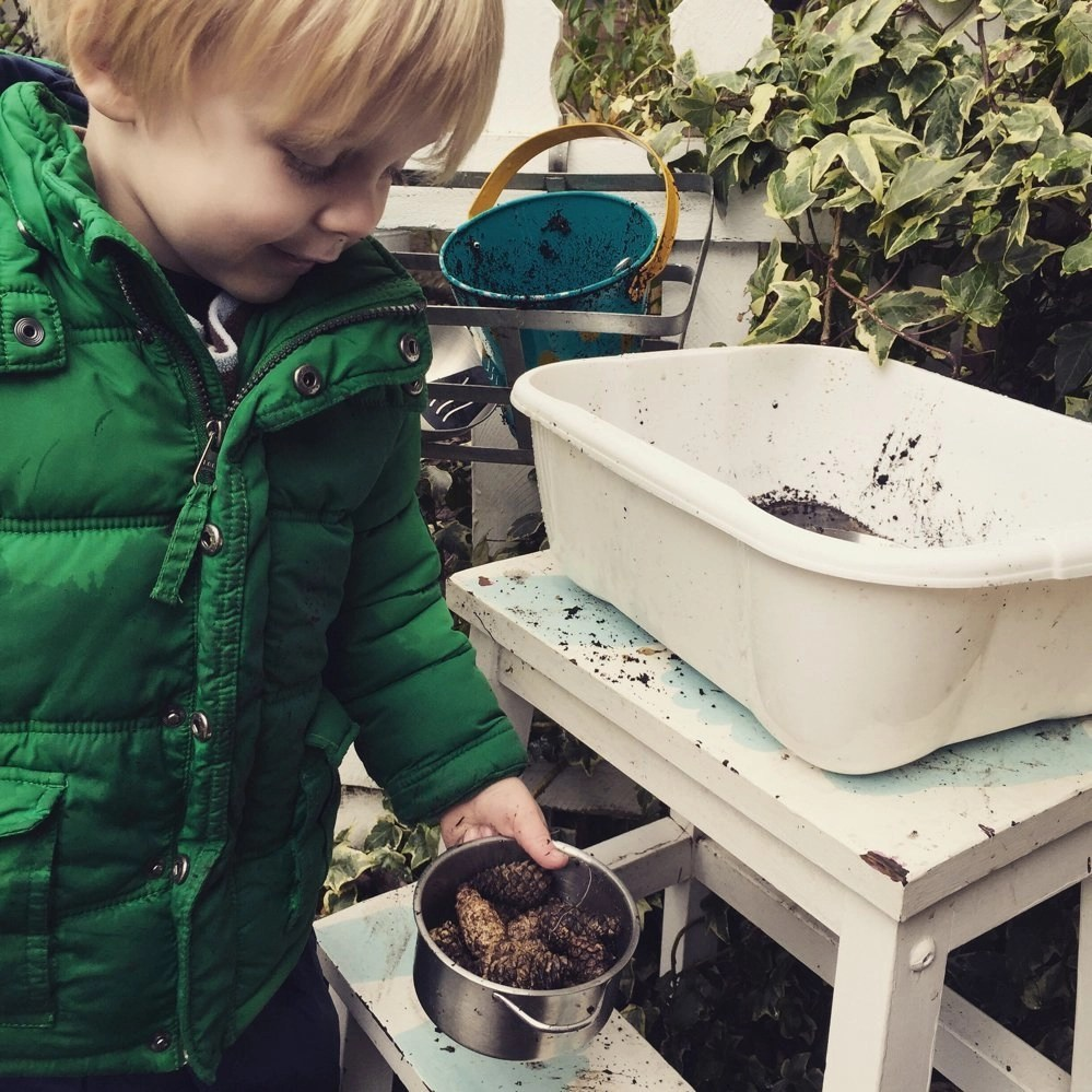 how to create a pud pie kitchen, outdoors activities for kids from daisies and pie