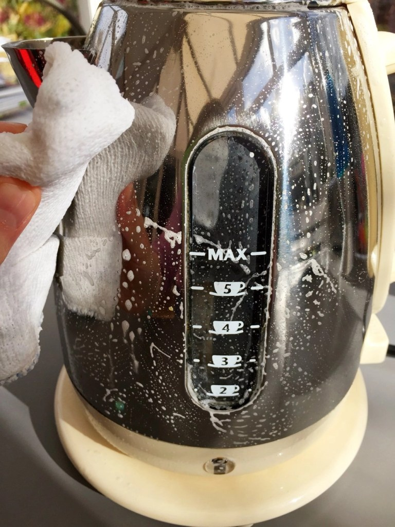 how to clean stainless steel, homekeeping how to, homekeeping from daisies and pie