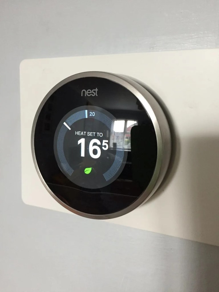 nest thermostat review, nest thermostat, IoT, Smart Home, Homestyle from daisies and pie
