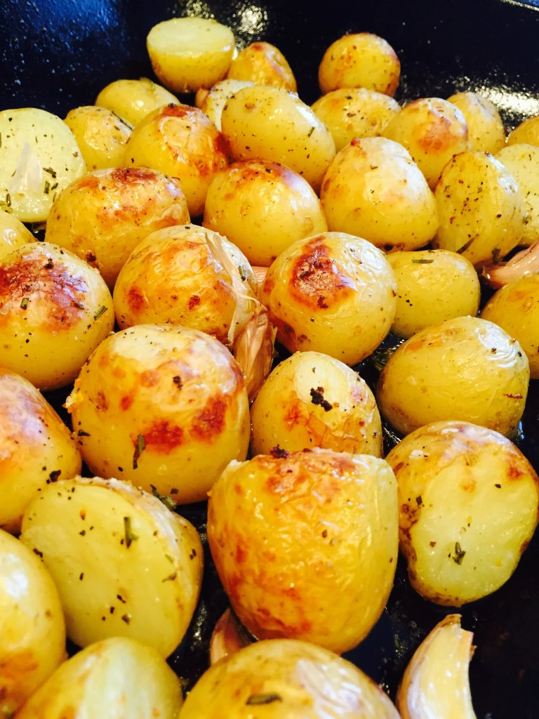 Roasted new potatoes with herbs