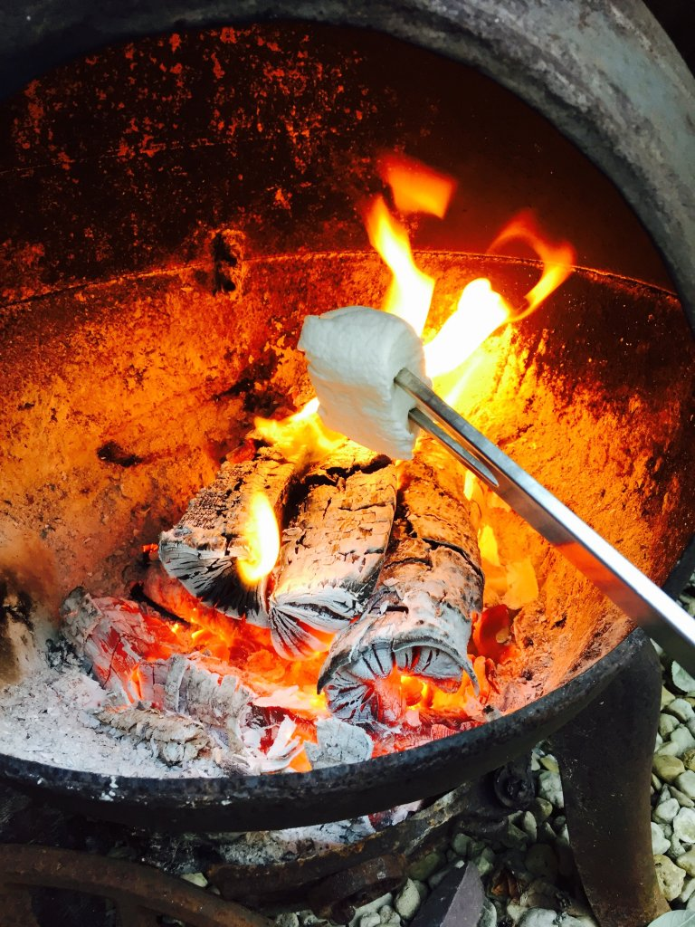 toasting marshmallows, how to make s'mores, s'more recipe, easy campfire food, easy camping food, easy family food from daisies and pie, uk lifestyle magazine