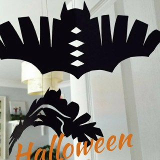 Halloween bat decorations, easy halloween crafts for kids, halloween party ideas