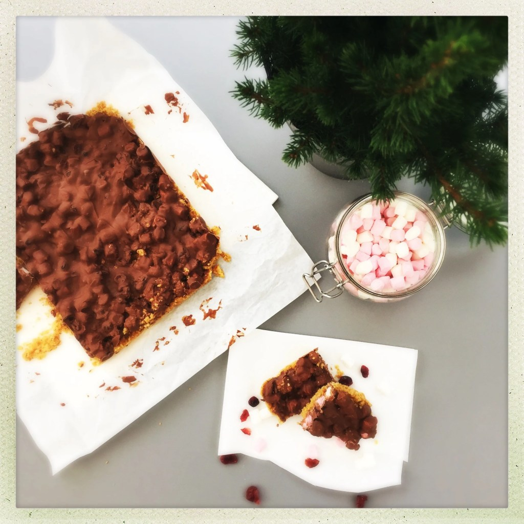 orange and cranberry rocky road, thanksgiving rocky roads, festive rocky roads, easy family food from daisies and pie