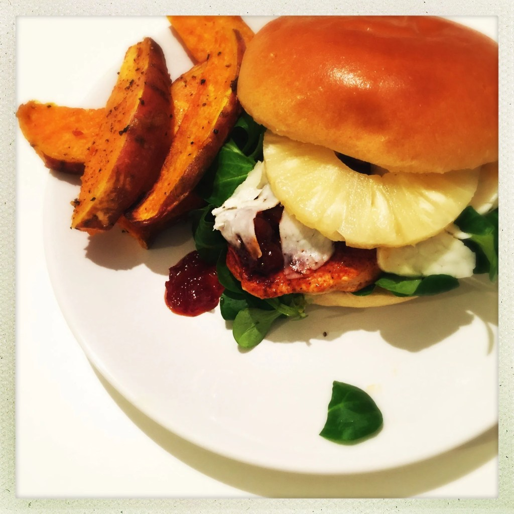 chicken fillet burger recipe, things to make with chicken breast, easy chicken burger, fruity burger toppings, pineapple burger, easy family food from daisies and pie