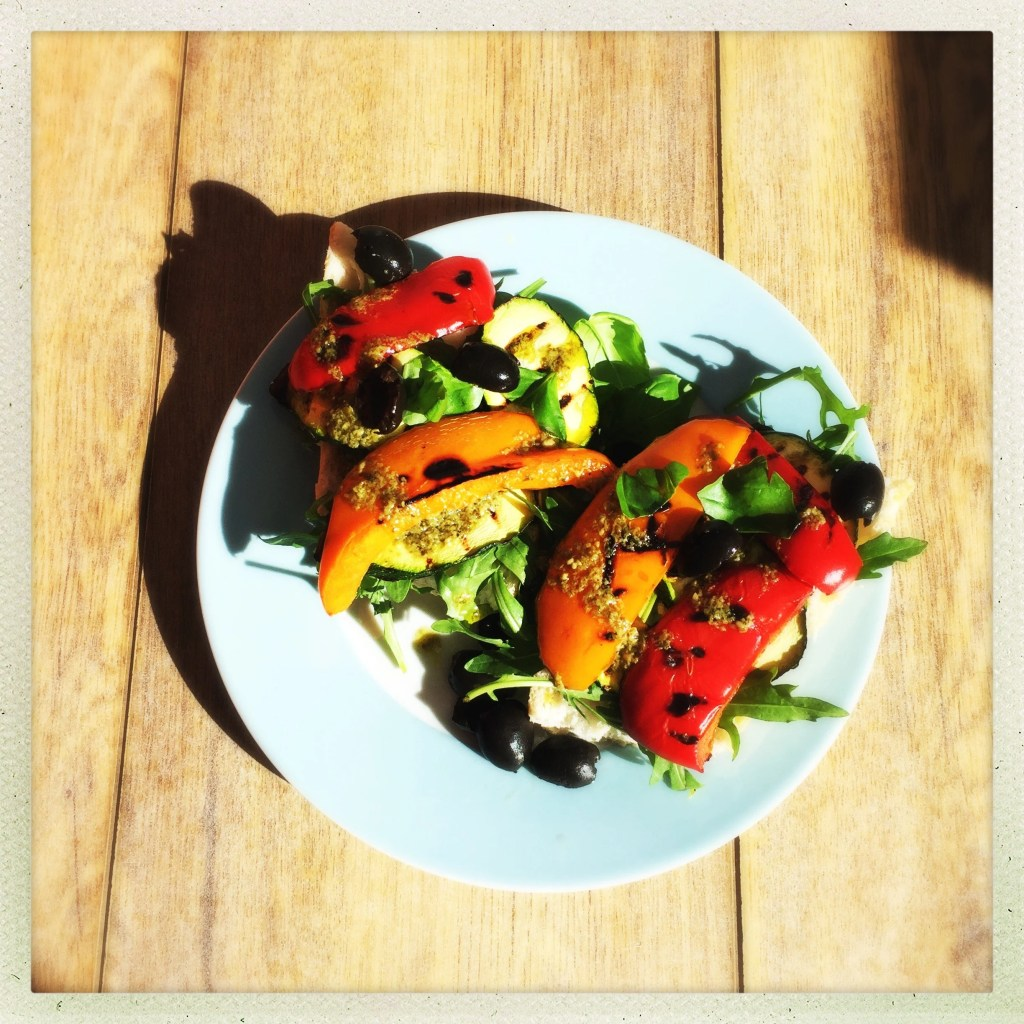 Grilled vegetable sandwich with pesto dressing