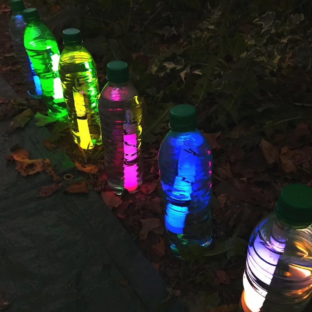 How to make glow stick lanterns, quick lanterns for camping, outdoor party light ideas