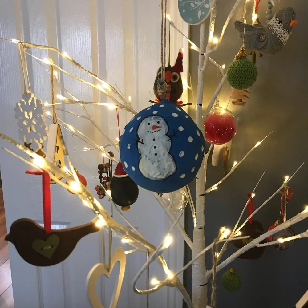 How to make paper mache Christmas baubles