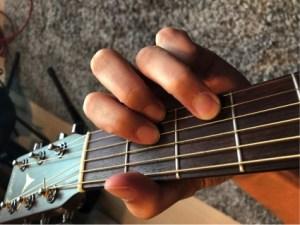 ギターコード「D」の押さえ方