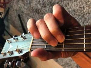 ギターコード「Em」の押さえ方