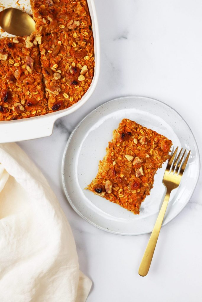 Carrot cake baked oatmeal - Daisybeet