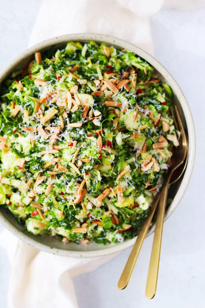 Shredded Brussels sprouts salad with kale and apples - Daisybeet