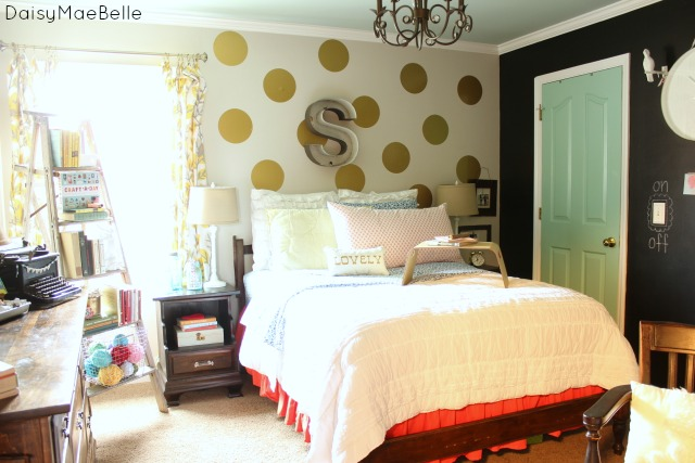 Modern Farmhouse Bedroom - Daisymaebelle