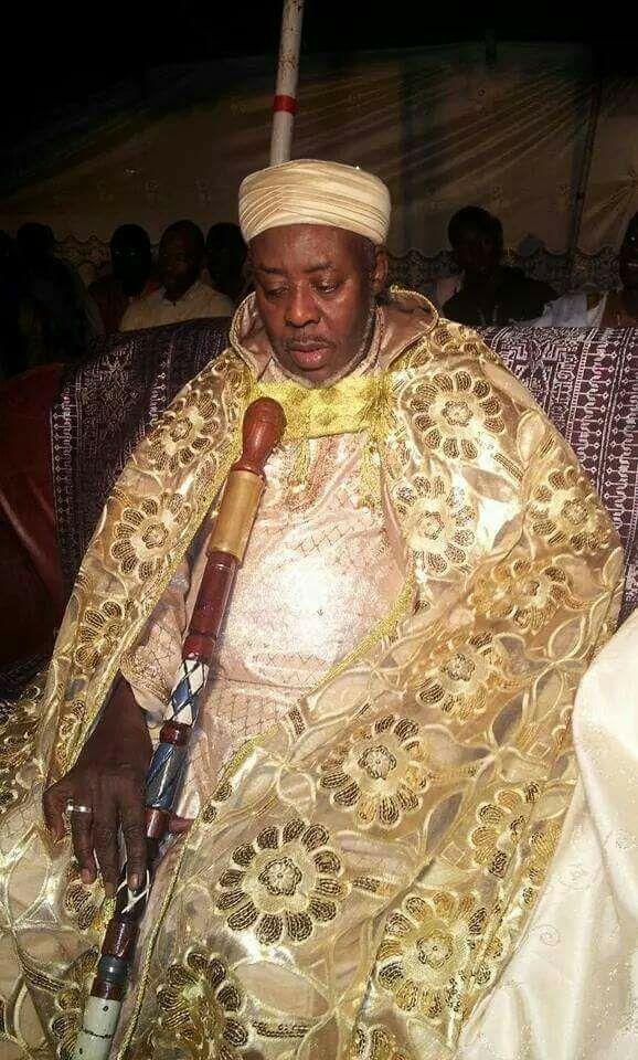 Appréciez cette belle image de Cheikh Mouhamadou Macky Ibrahim Niass qui rappelle son vénéré père et guide  Baye Niass (Rta)