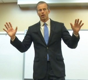Senator John Thune speaks at New Technology High School, Sioux Falls, SD, 2016.03.30. Screen cap from KELO-TV.