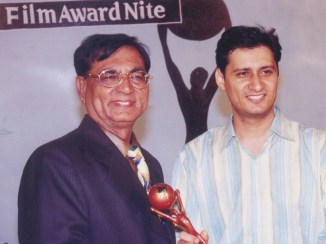For the second consecutive year, Dale Bhagwagar receives the Suvidha Gaurav Achiever Award from Shankar Lalwani, chairman of Suvidha Gaurav Foundation.