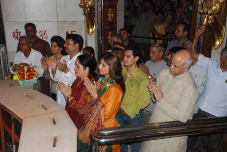 shilpa A file photo of Shilpa Shetty visiting the Siddhi Vinayak Temple in Mumbai with her parents on her return to India after the 'Celebrity Big Brother' win.