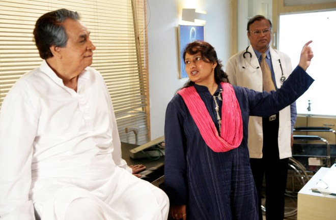 Kader Khan and composer-filmmaker Fauzia Arshi on the sets of Hogaya Dimaagh Ka Dahi