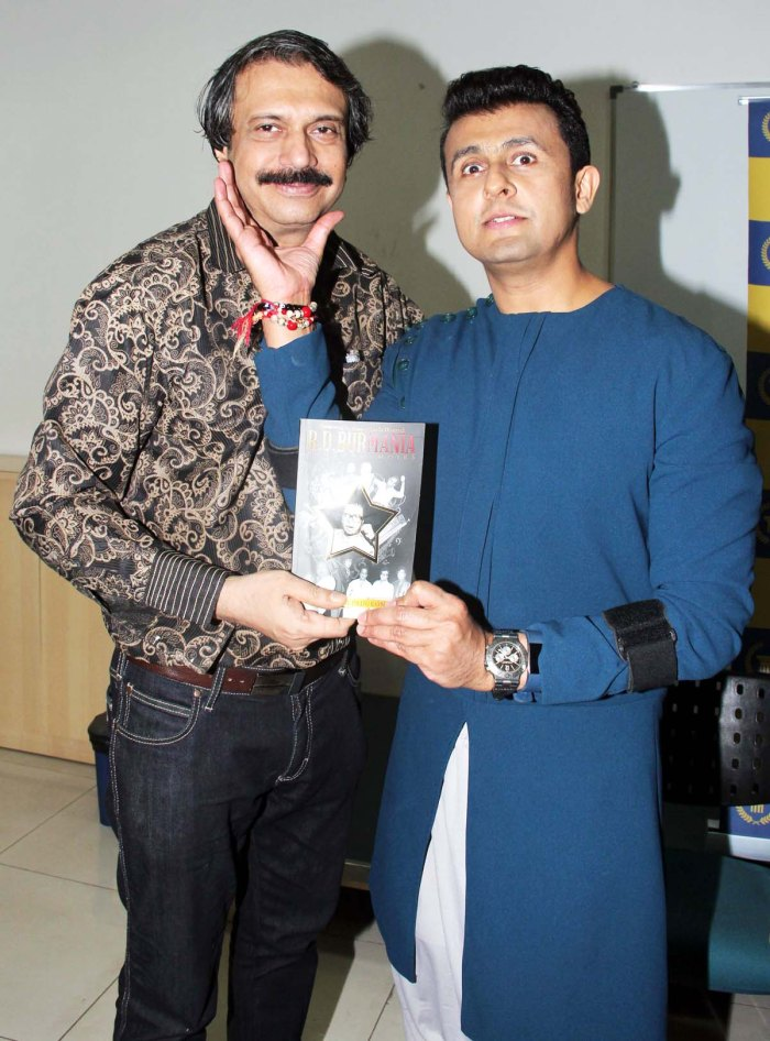 Celebrated singer-actor Sonu Nigam gestures in jest as author Chaitanya Padukone presents him a copy of RD BurMania.