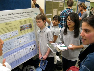 5th-graders from Bella Romero explain their original research to an inquisitive post-doc, Helen Sofaer