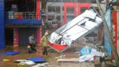 131013035128_cyclone_shops_berhampur_city_624x351_bbc_nocredit