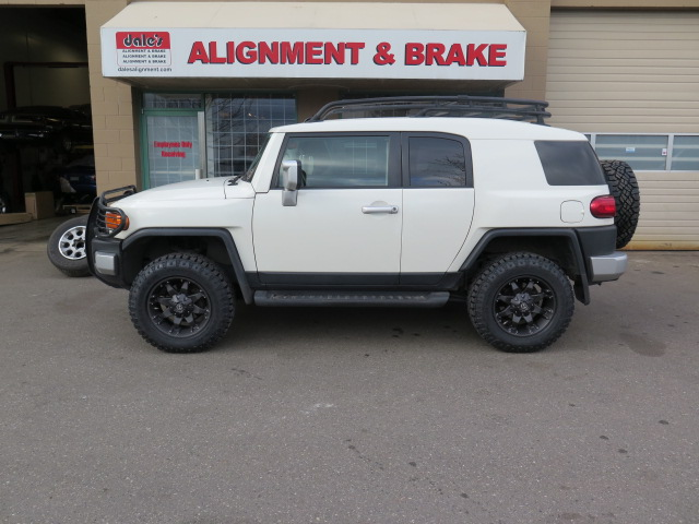 FJ Cruiser Bilstein 5100 lift struts and rear spacer w/ new Rims and Tires