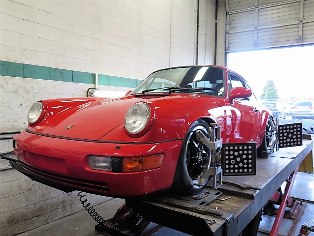 Porsche 911(964) in for Alignment Set-up after Suspension Upgrades